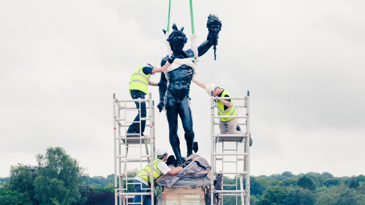 Securing the statue of Perseus