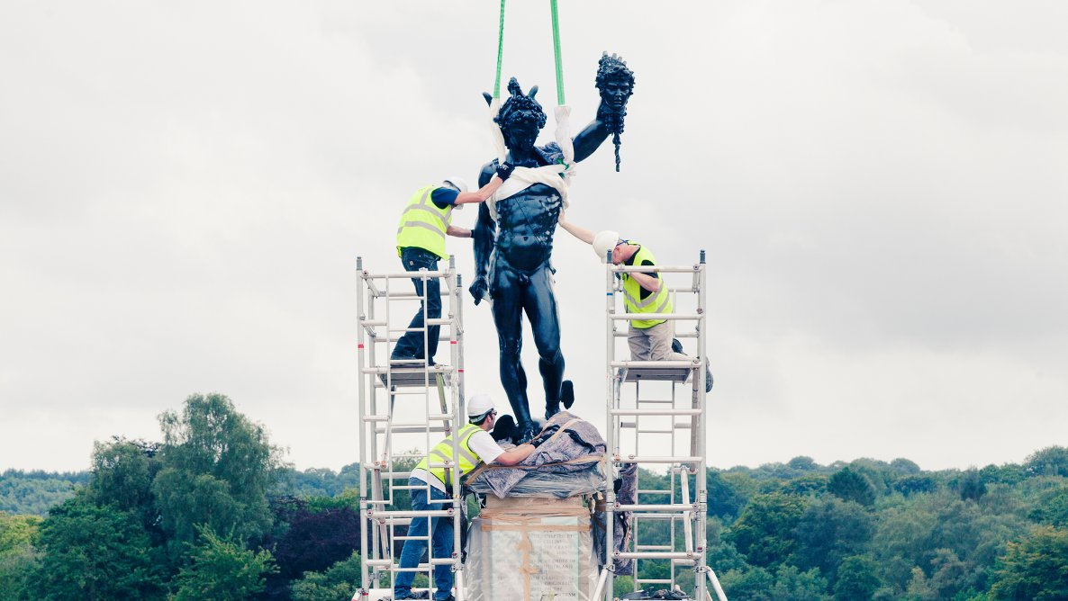 De-installation of the 'Perseus and Medusa' Trentham Gardens